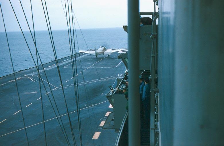 b-010-ad-taking-off