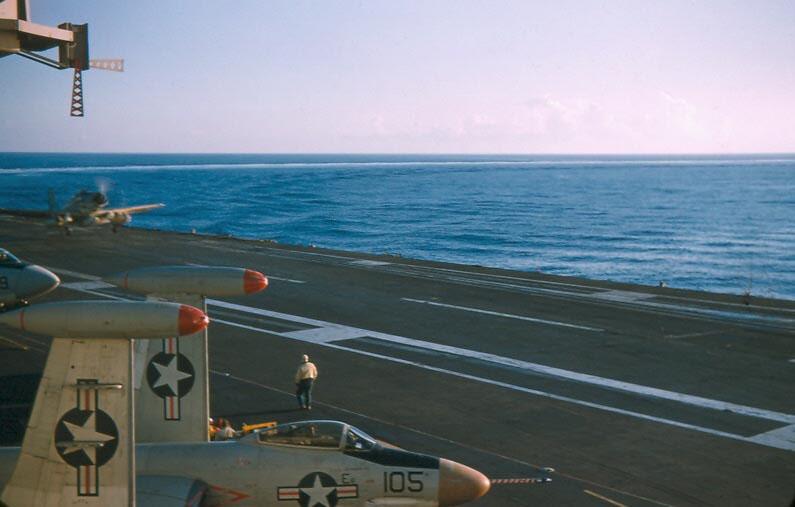 b-025-white-flag-for-landing