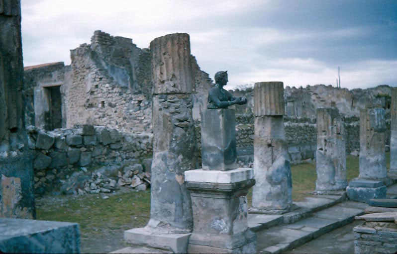 i-029-seating-area-of-the-forum