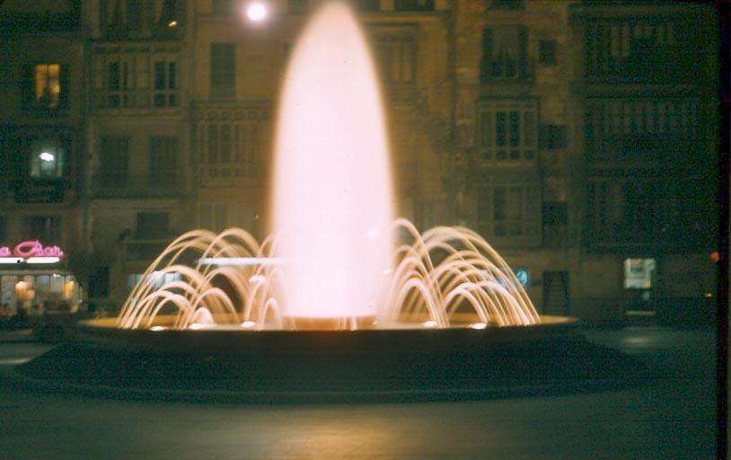 k-020-fountain-at-night