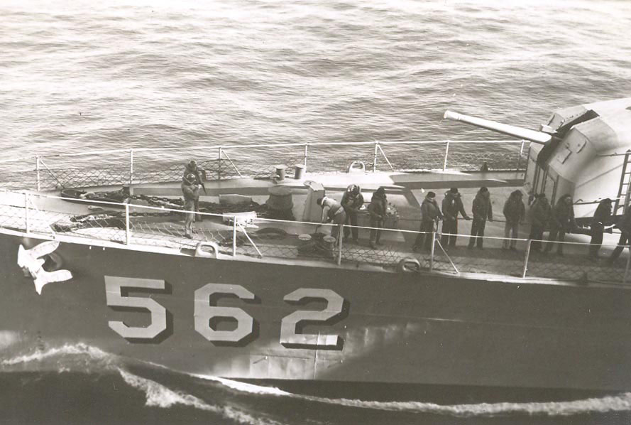 p-025-destroyer-refueling