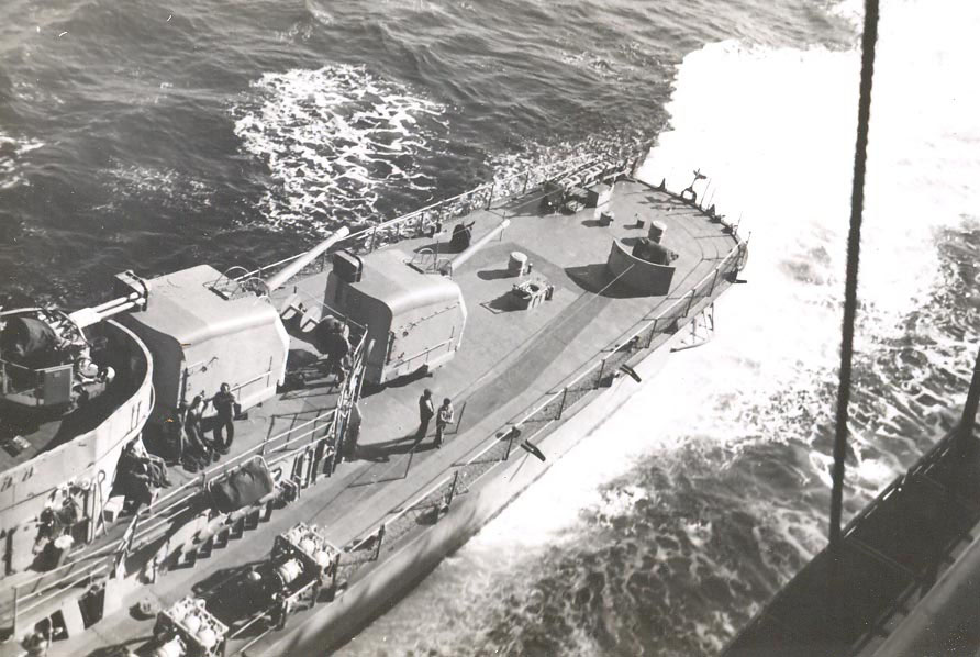 p-026-destroyer-refueling