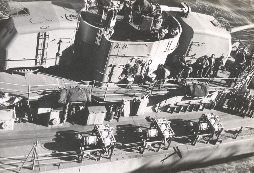 p-030-destroyer-crew-overwhelmed-by-our-size