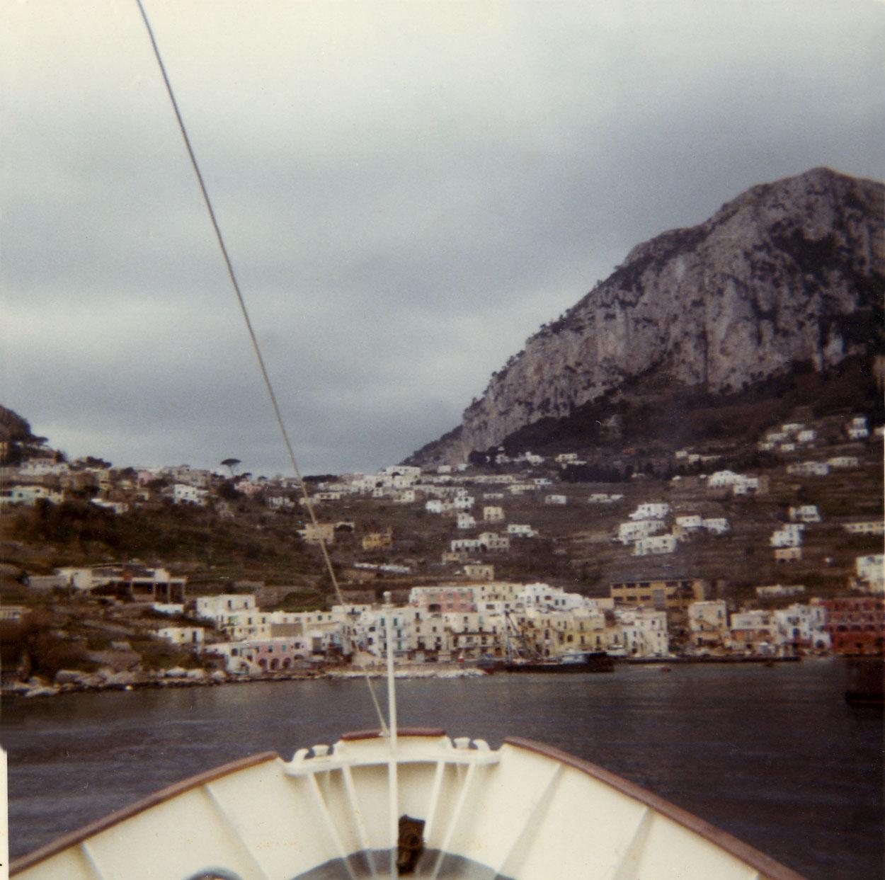 04-approaching-capri02-w