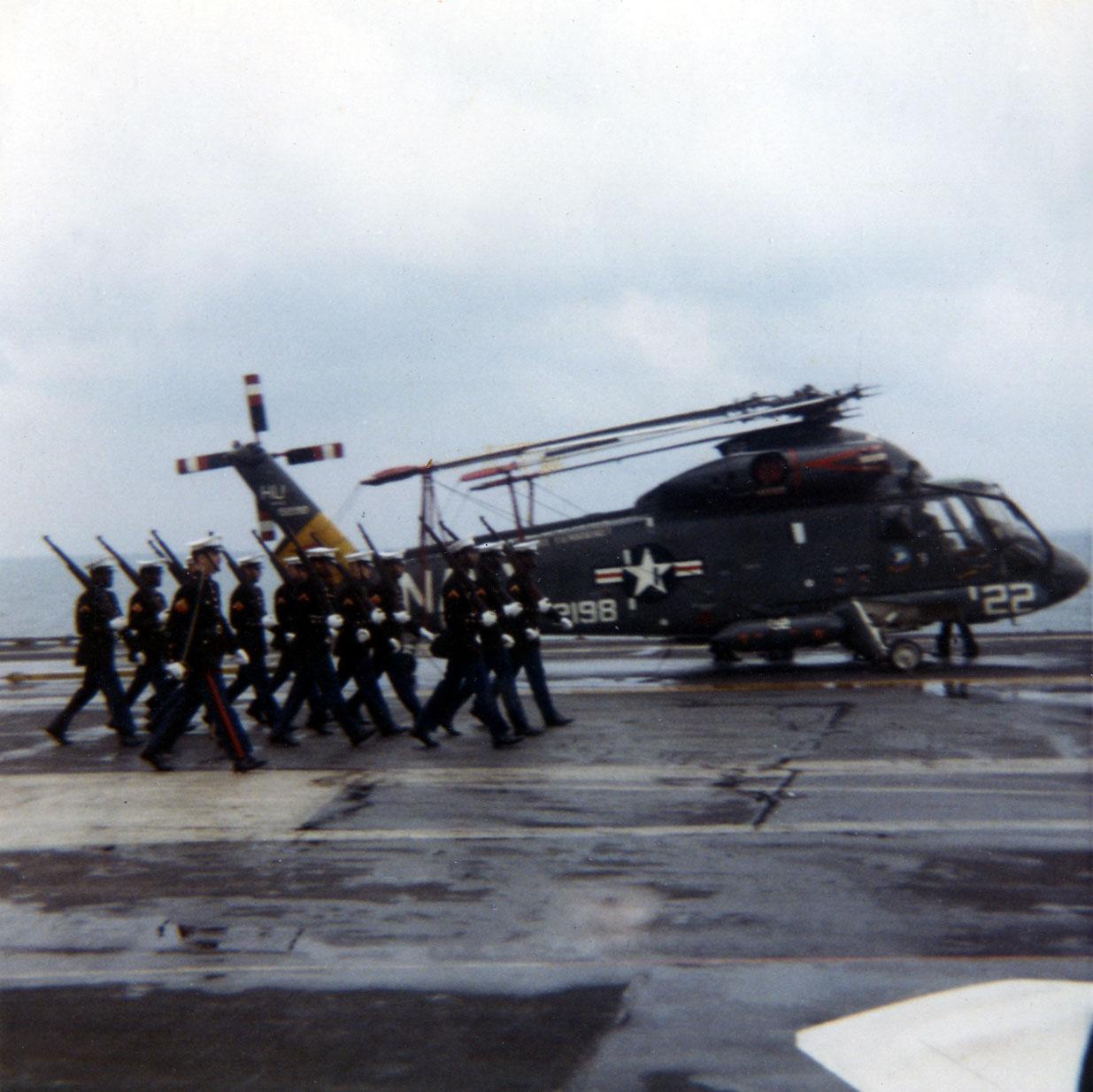 04-marine-detatchment-in-naples01-w