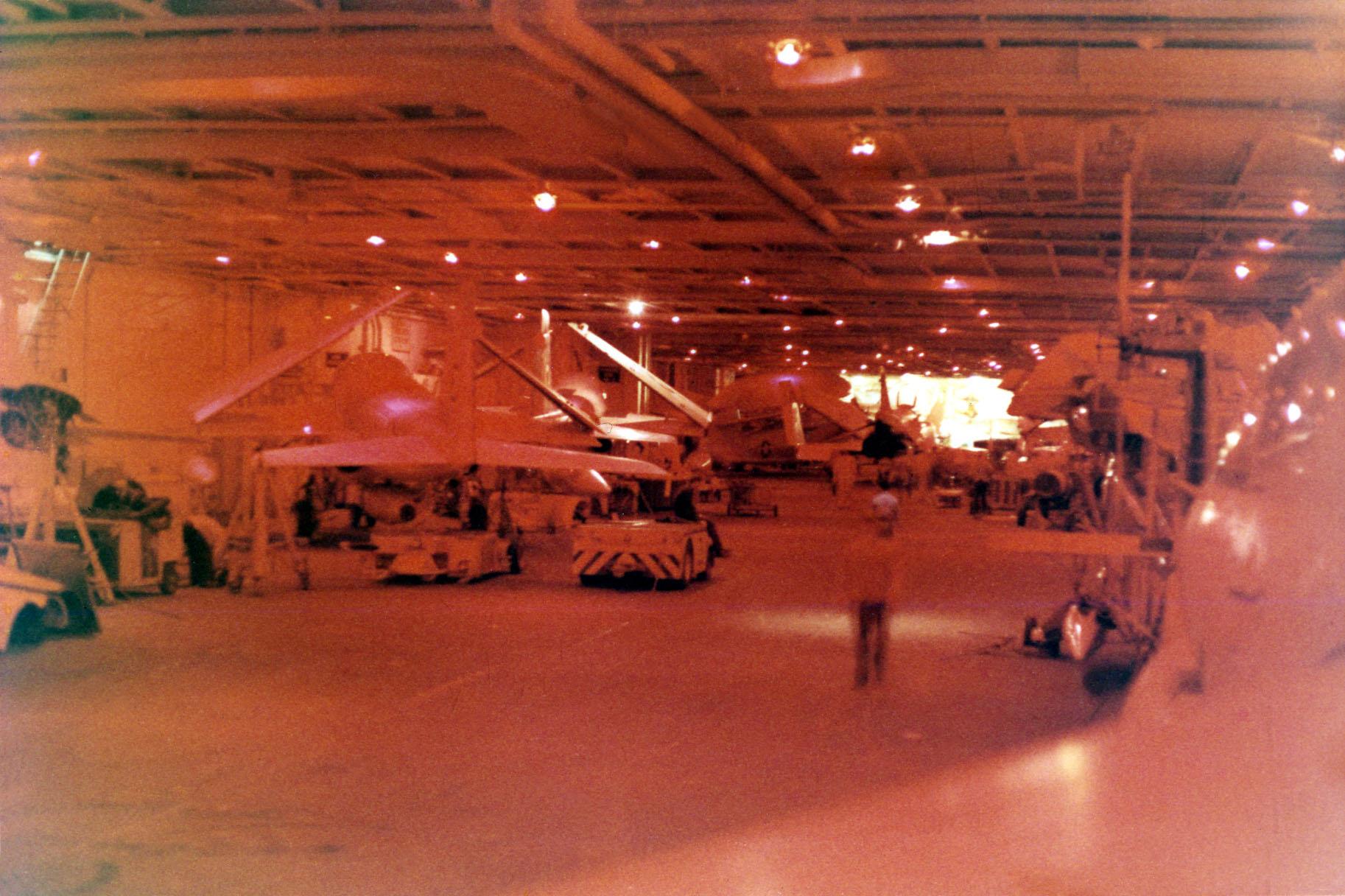 05-hanger-deck-01-w