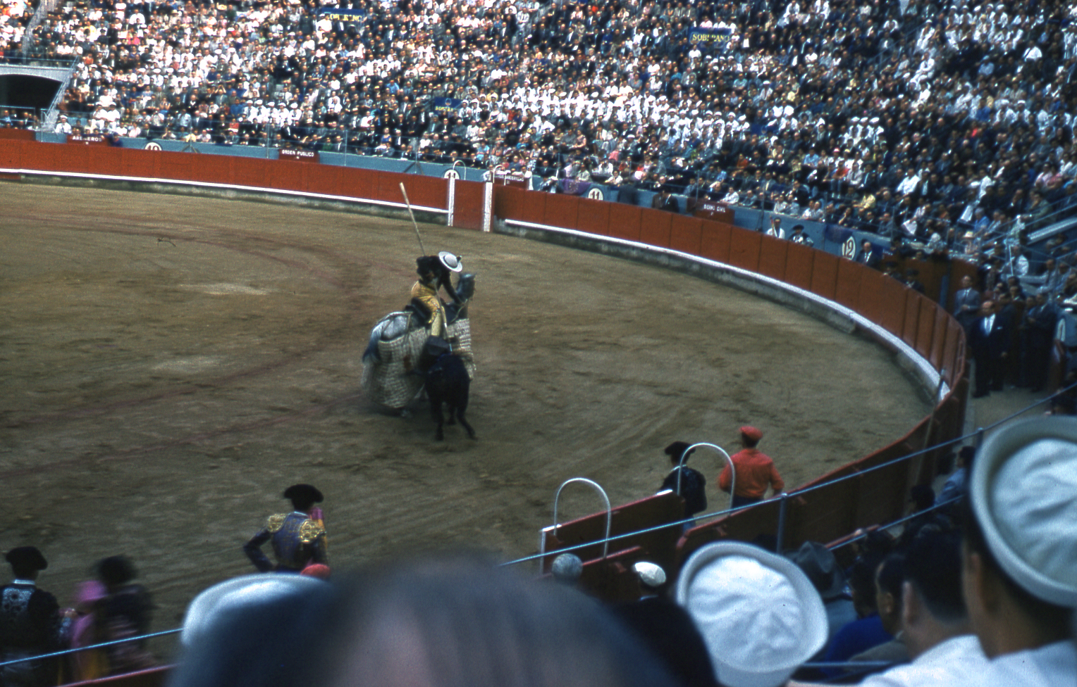 24-jun60-barcelona-bullfights