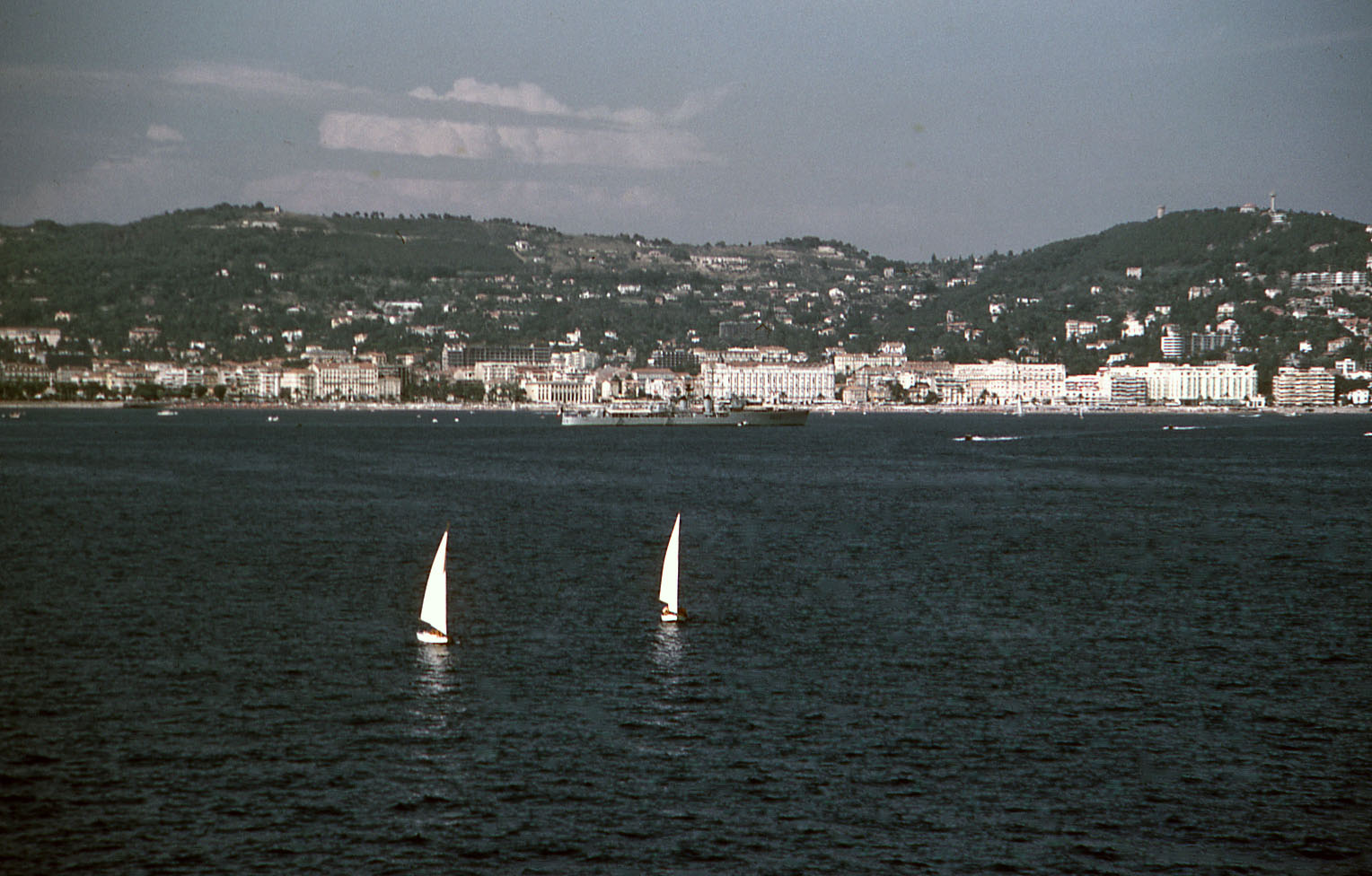 08-59-3-04-cannes-w